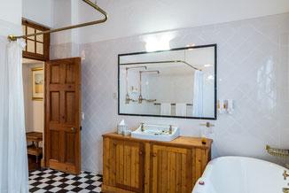 Badezimmer in den luxuriösen Suiten und den luxuriösen Doppelzimmern