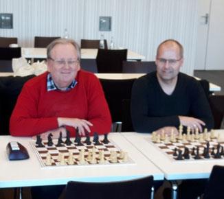 Helmut Haselhorst (links) und Michael Freitag vertraten den SC Steinfurt bei den Verbandsblitzeinzelmeisterschaften in Emsdetten (Foto: SC Steinfurt 1996 e.V.).