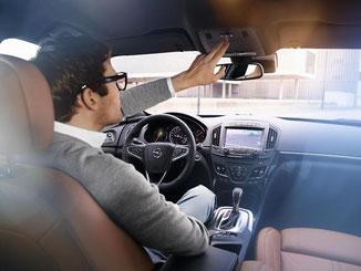 Der Telematikdienst OnStar soll es Opel-Fahrern bald ermöglichen, auf Knopfdruck ein Call-Center für diverse Service-Leistungen zu kontaktieren. Foto: Opel