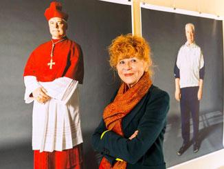 Herlinde Koelbl in der Ausstellung «Kleider machen Leute. Foto: Michael Hartel