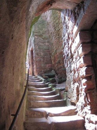 Ein wunderschöner Treppenaufgang auf Burg Fleckenstein