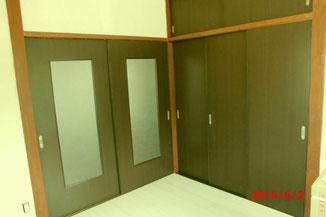 先日おこなった大分市の、借家のリフォーム。入り口戸とクローゼットへの変更戸の建て込み。
