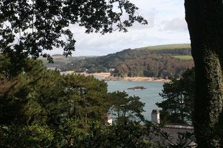 Blick von Overbeck's Garden auf die Bucht von Kingsbridge