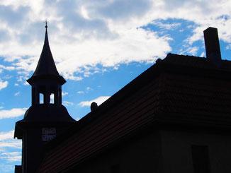 die Kirchturm-Silouette von Oberelauringen