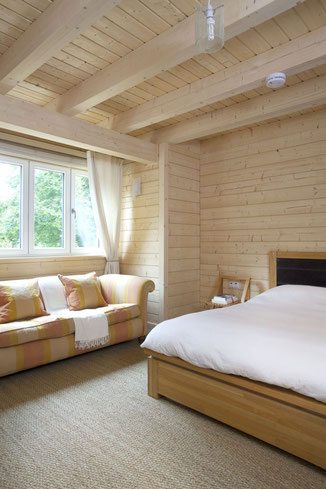 Stommel Haus Silver Birch - guest bedroom - photo by Richard Gadsby