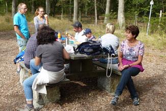 Erste Pause an der Grillhütte oberhalb der Neuen Weinberge.
