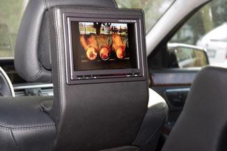 alpine monitore auf belederten konsolen an der kopfstütze im w212
