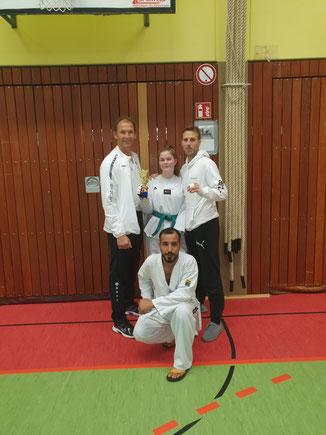 v.l.n.r. (hinten): Trainer Jörg Krieter, Lilian Michelswirth, Benjamin Symalla - vorne: Mahdi Kazemi