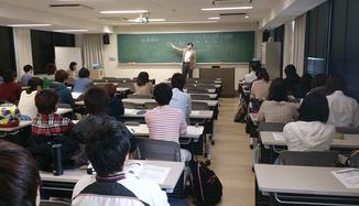 「産業組織概論」「労働市場概論」などを経営者の視点から実践的に講義  ASキャリア 代表取締役 瀬谷俊宏(写真上)