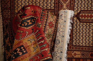 vasta scelta di tappeti in varie tipologie: vecchi, antichi, moderni, nomadi, extra fine con divese qualità e misure