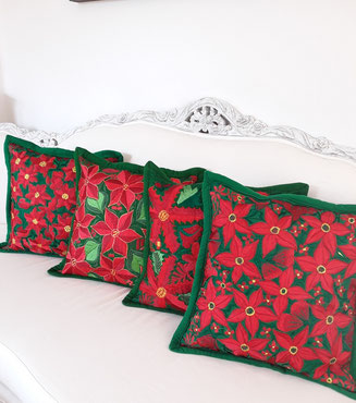 Adventskranz Deko, basteln, bunt, Schmuck, mexikanische Kissenbezug, bunte Weihnachtsdeko, Adventsdekoration, Weihnachtsfest, Adventskaffee, Tischdeko für Weihnachten, Kissenhülle, bunt, rot, weiss, grün, bestickt, handmade, boho, Frida, Bommel, 2020,