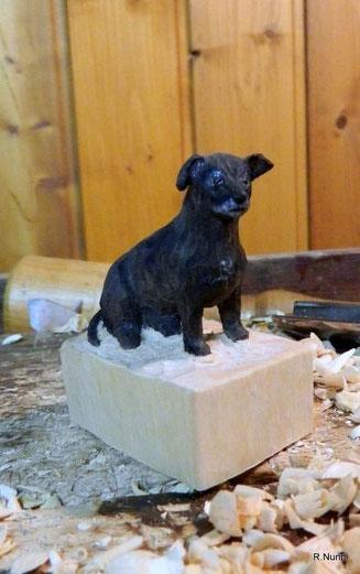 Hundefigur aus Holz