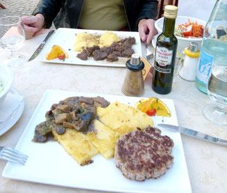 südtiroler wildmenue`s wildschweinburger mit pfannkuchen und herbstgemüse / wildgulasch an kartoffel/kastanienstock
