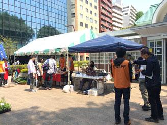 2016年5月:八志会とうがらし隊デビュー☆顧問の成田氏主催の内藤唐辛子フェアでのお手伝い。