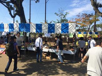 2015年10月:顧問の岩佐氏の関わる三鷹国際フェスティバルでの物販のお手伝い。