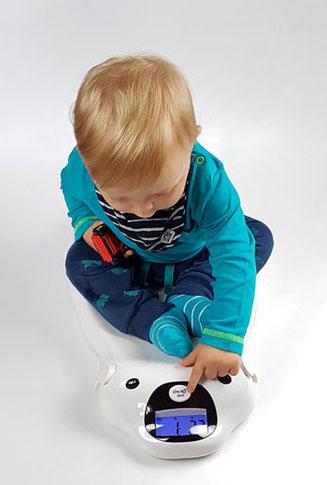 Babywaage mit Musik mit Baby