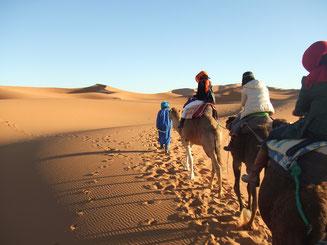 サハラ砂漠テント泊ツアー紹介します/キャメルトレッキング付き/青い街シャウエン在住Mikaのブログ