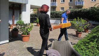 wildbienen Nisthilfen aufstellen Bienenretter