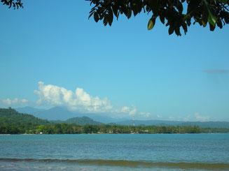 Blick auf Cahuita vom Strand aus