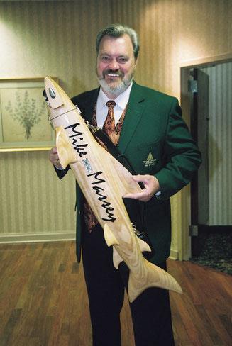 自身の名入りの「サメケース」を持つアメリカンレジェンドプレイヤーの一人、マイク・マッセイ