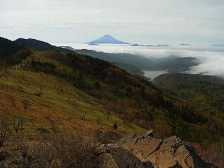 稜線歩きでは、大菩薩峠近くまで富士山が見えます