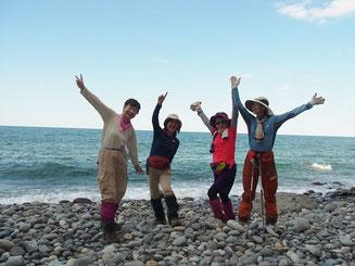 その上、まだ、海岸まで行って海水に触れて登山を終了。