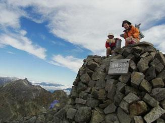 奥穂高岳山頂(3,190m)で~す。眺望抜群 やった~。