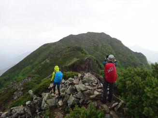 赤沢岳から鳴沢岳へ