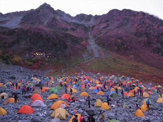 人、いっぱい。テントもいっぱい。撮りきれない程の数