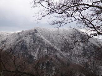 遠くからのイブネの霧氷も美しい
