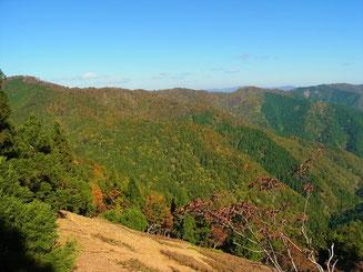 右端の桜谷山から駒ヶ岳に続く稜線
