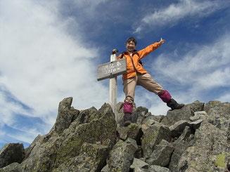 涸沢岳山頂(3,110m)にて ハイ、ポーズ
