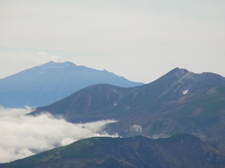 乗鞍と御嶽アップ。御嶽の噴煙も確認できます。