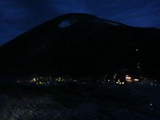 夜明け前、双六小屋とテン場
