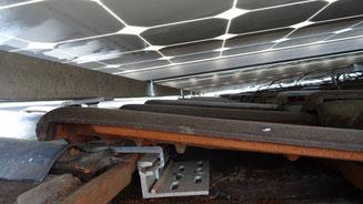die Grundplatte des Dachhakens wurde mit ungeeigneten Senkkopfschrauben montiert