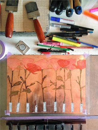 Auf Kupferplatte Schiessstand Hülsen mit roten Rosen skizziert resp. bemalt.
