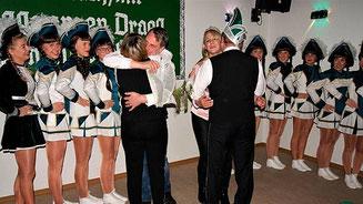 Achim I. und Evelin I. gratulieren dem neuen Prinzenpaar als Erste Fotos→ Hartmut Gohlke