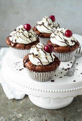cupcakes, black forest, schwarzwälder kirsch, vegan, backen, bakery, chocolate, muffins, cherries, vegan cupcakes
