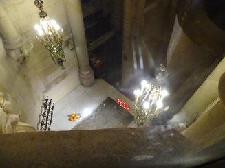 Blick auf Gaudís Grab in der Krypta