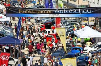 Besucher auf der Rutesheimer Autoschau