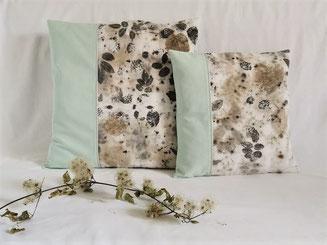 housse de coussin en tissu imprimé avec des feuilles