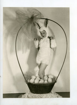 "ref 234 - 19x25cm - ""Jeanette LOFF in your Easter BAsket""- 1930s - 5/5"