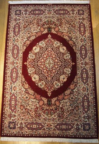 QUM wool&silk ドザールサイズ こちらは赤ベースとても素敵です。