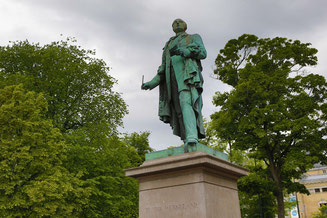 Statue of Henrik Wergeland Private City Tours Oslo