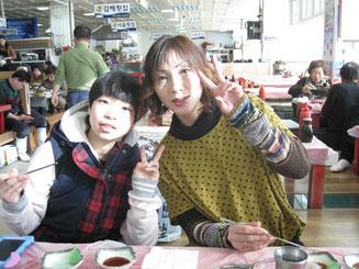 西村真利愛選手(左)