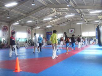 龍湖(ヨンホ)高校テコンドー部練習