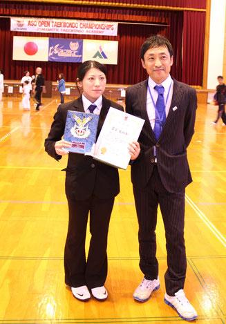 ベストレフリー賞受賞 富安美絵子審判員(左)