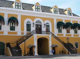 sehenswürdigkeiten-fort-amsterdam-urlaub-curacao-villa-ferienhaus-pool-karibik