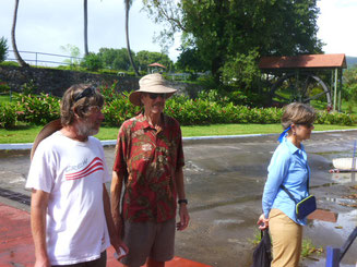 Wolfgang mit Bob und Anne von der SY Baloo in der Rum Destillerie