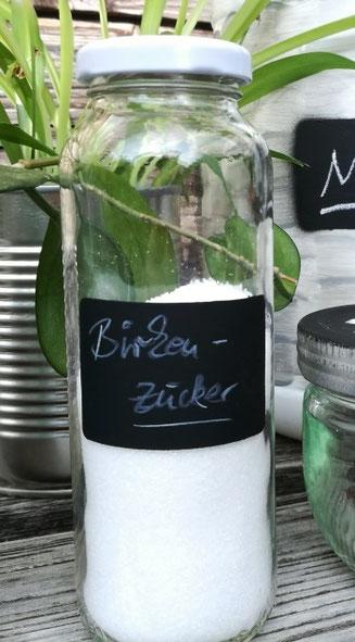 Upcycling True Fruits Glas mit Tafelfarbe und Kreide beschriftet